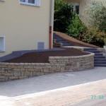 Dolomitsteinmauer und Treppenaufgang
